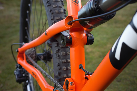The frame has both external and internal 'Stealth' dropper post remote routing.